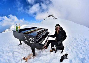 Elisa Tomellini suona a 4460 metri di quota